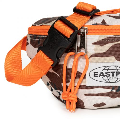 Springer Camo'ed Desert View all by Eastpak - view 7